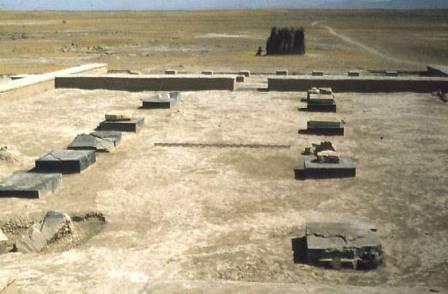 «کاخ سنگ سیاه» با ساختاری برابر و بسیار نزدیک به تالار بارعام در آرامگاه کوروش بزرگ